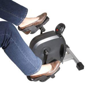 Pedaltræner til ældre dame